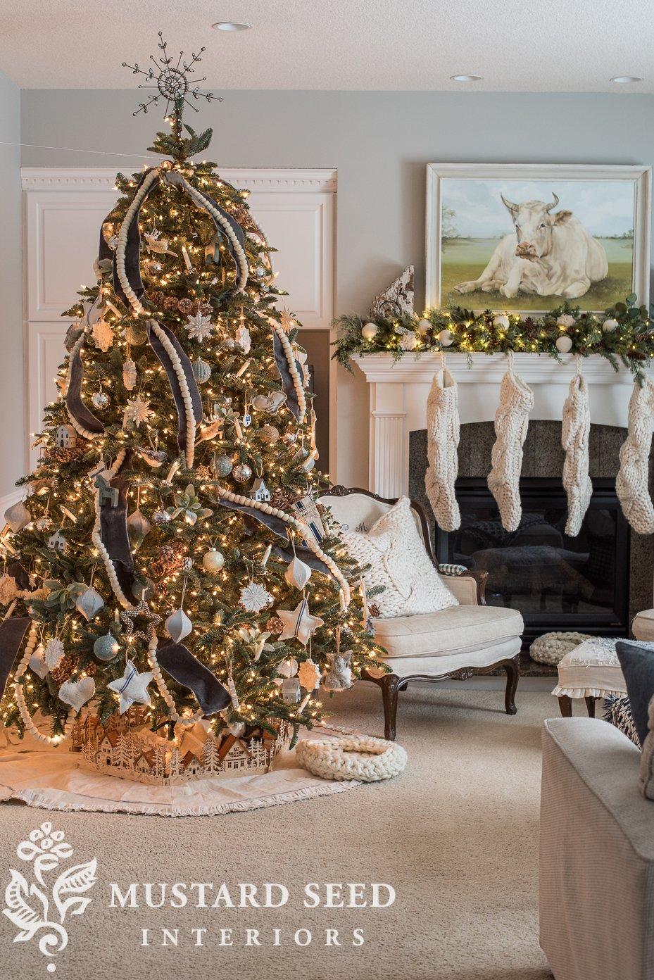 christmas tree decor   christmas decorating living room   missmustardseed.com
