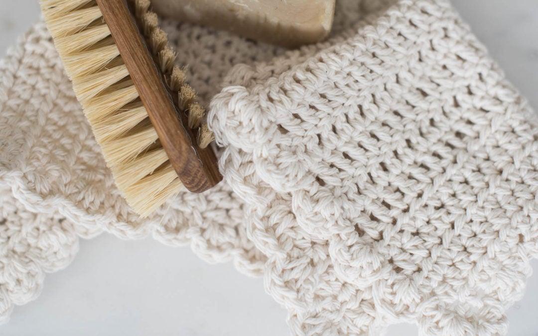 ruffled-edge farmhouse crochet dishcloth tutorial (for beginners)