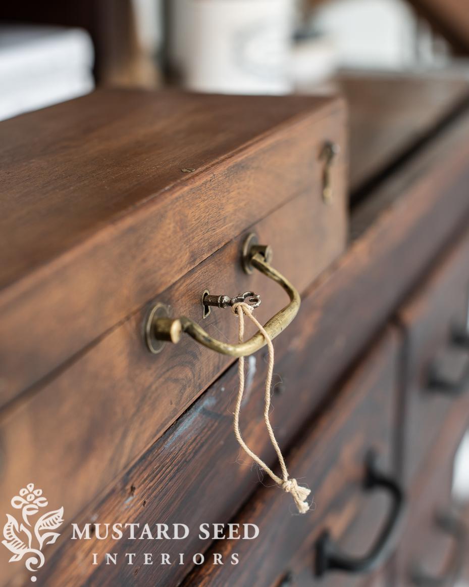 antique paint pochade boxe | miss mustard seed