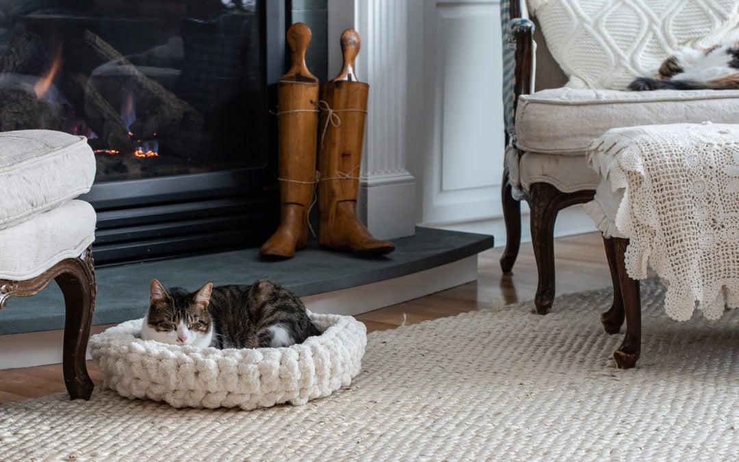 easy crochet cat (or dog) bed tutorial & pattern
