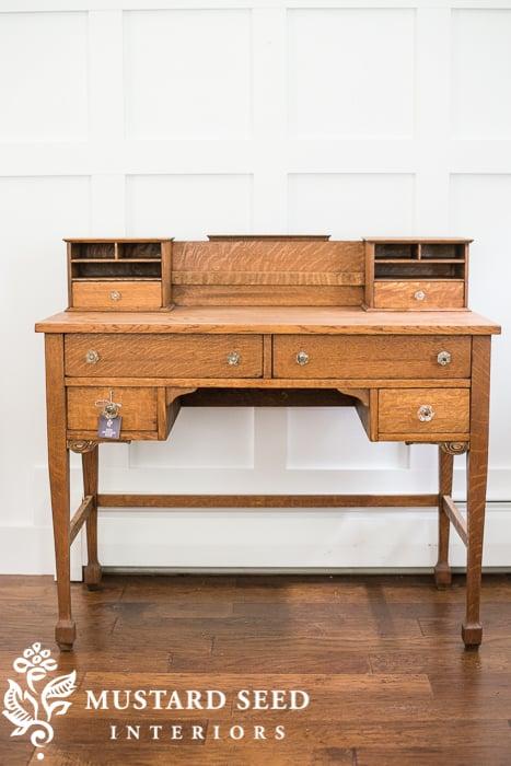 the unpainted desk & hemp chair