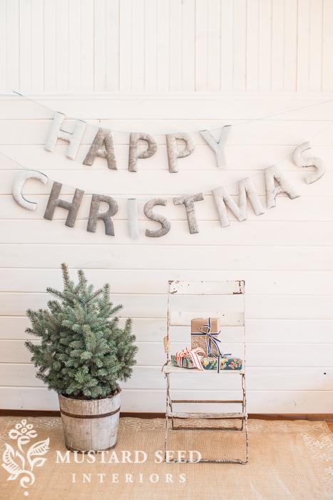 upholstered Christmas banner tutorial