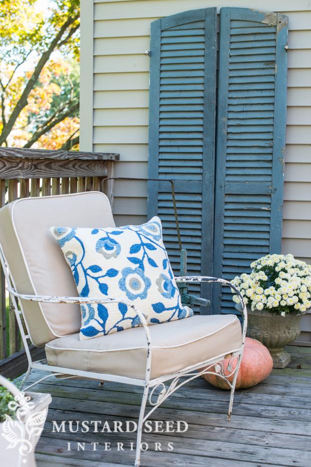 vintage outdoor chair | farmhouse fall porch | missmustardseed.com