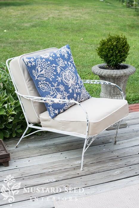 video tutorial on making a chair/sofa cushion   miss mustard seed
