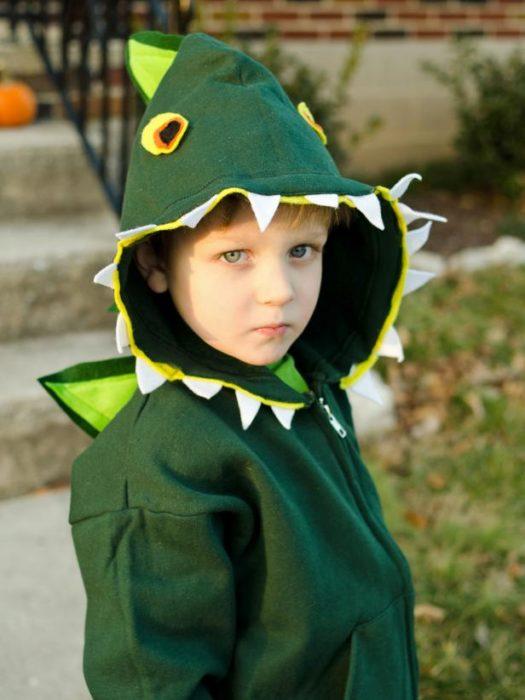 original_Marian-Parsons-Halloween-dinosaur-costume-beauty3_3x4.jpg.rend.hgtvcom.616.822
